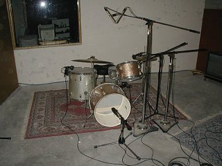Remote Possibilities in alternative snare mics!-ludwigs.jpg