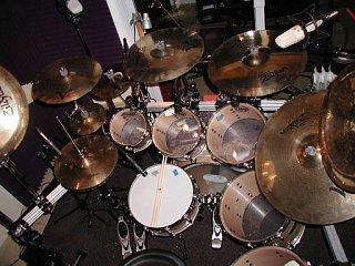 I had this drummer on an R&B gig!!-kit-full-smaller.jpg