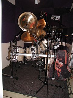 I had this drummer on an R&B gig!!-side-view.jpg