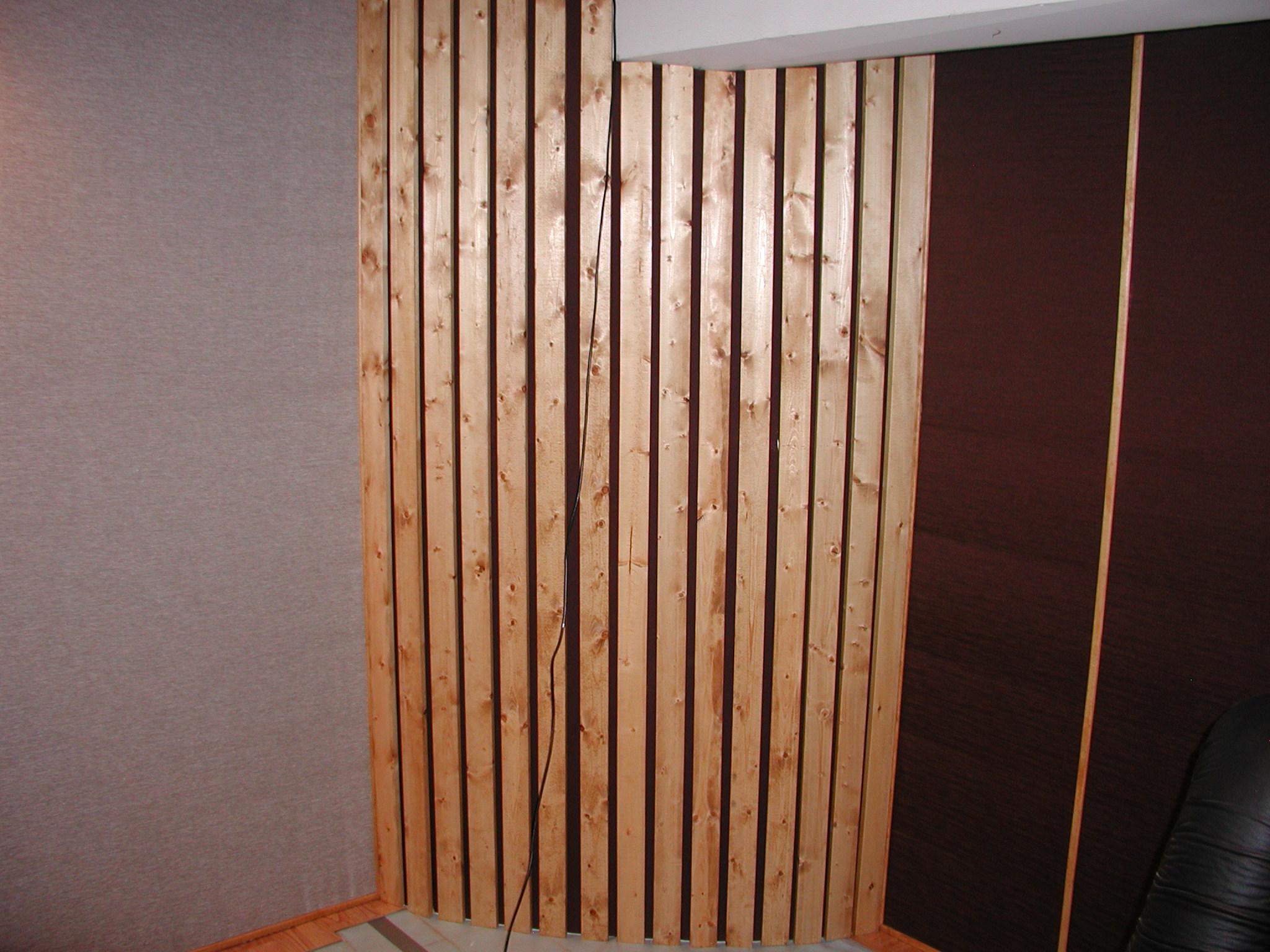 https://www.gearslutz.com/board/attachments/bass-traps-acoustic-panels-foam-etc/312260d1349488246-my-corner-bass-traps-pictures-mr-brandt-near-completion-2-9-2012-003.jpg