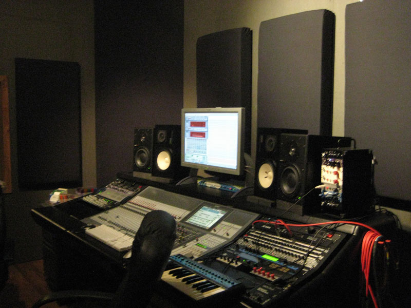 Video editing production studio and studios on pinterest for Soundproofing a room for music