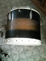 need help identifying old set of drums-560a0921.jpg