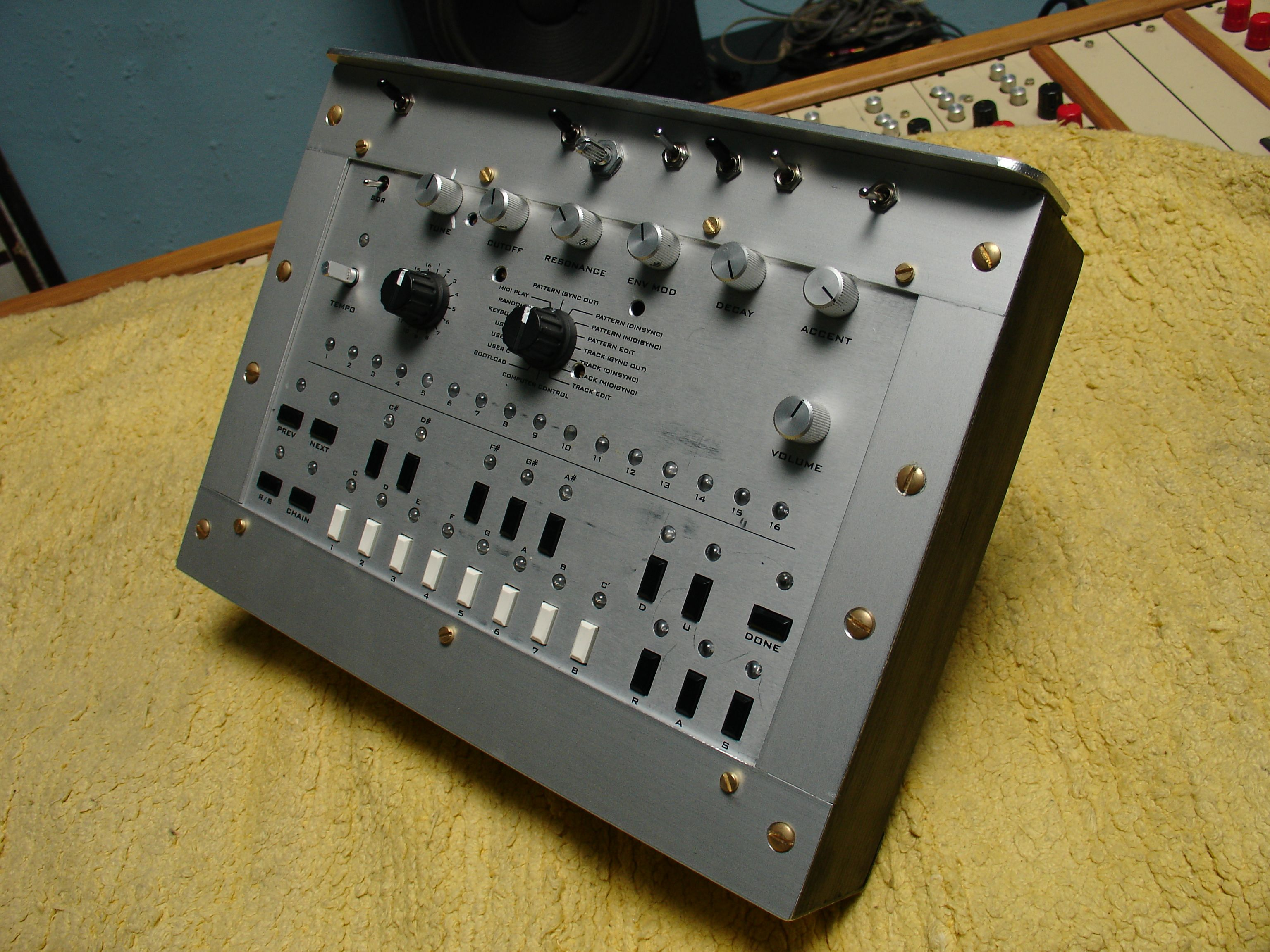 Best 303 Clone  Thoughts? - Page 2 - Gearslutz