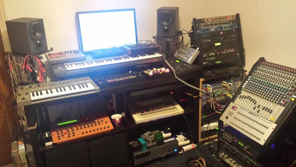 Bedroom Studios 2014 08 29 23.02.59