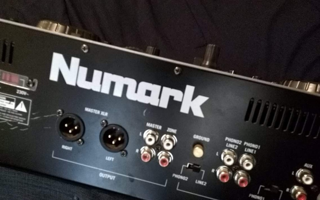 What is the name of this Numark DJ controller? - Gearslutz ...