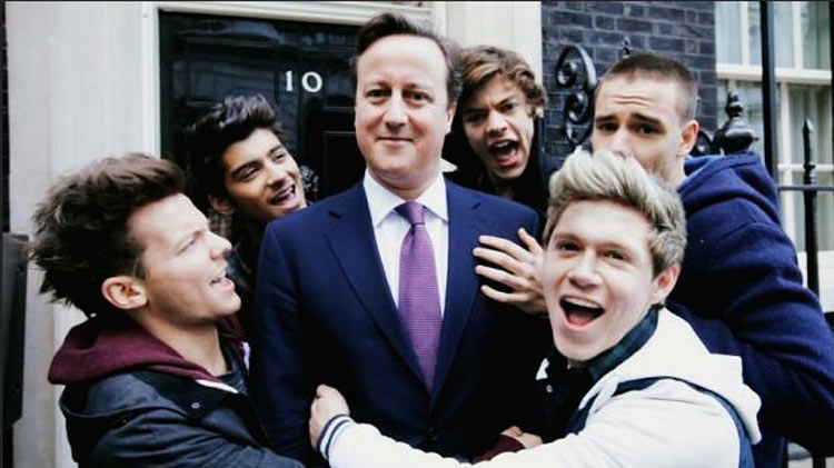 One Direction awkward pose with UK prime minister-david-cameron-one-dir