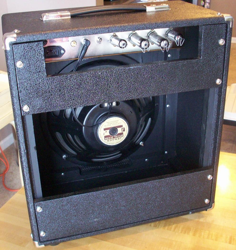 Just restored my first amp: Univox U45B - Gearz on