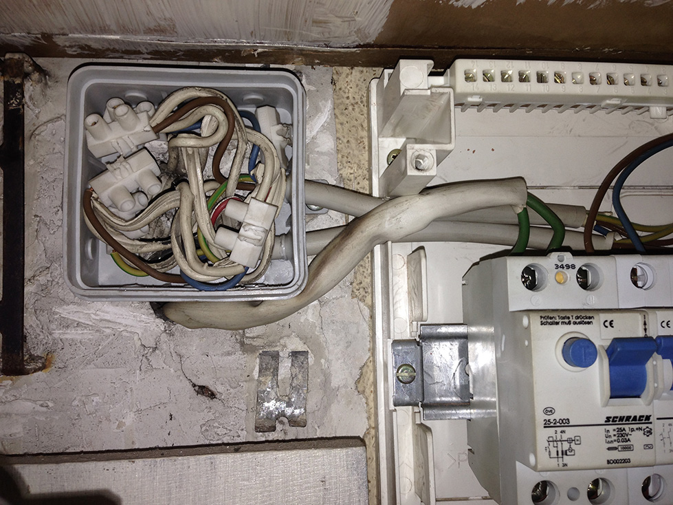 Hum due to old electric wiring in new apartment - Gearz Pro ... Fuse Box Location Apartment on apartment carpet, apartment cable box, apartment battery box, apartment panel box, apartment roof, apartment front door, apartment meter box,