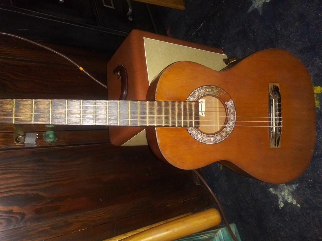 Need Help identifying this acoustic guitar - Gearslutz