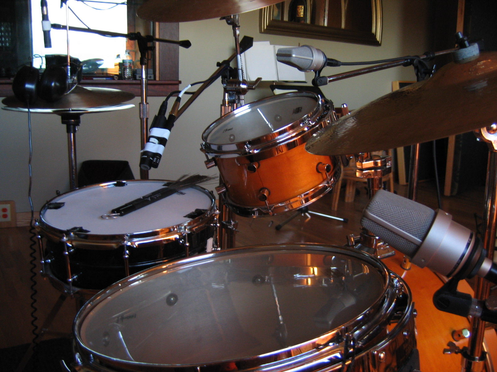 pictures of mic 39 ed up drum kits in the studio page 12 gearslutz pro audio community. Black Bedroom Furniture Sets. Home Design Ideas