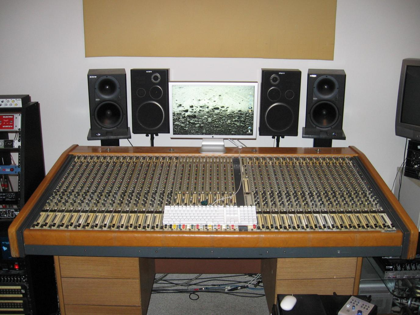 who can tell me about the harrison hm 4 console gearslutz pro audio community. Black Bedroom Furniture Sets. Home Design Ideas