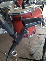 Pictures Of Mic'ed Up Drum Kits In The Studio-moto_0010.jpg