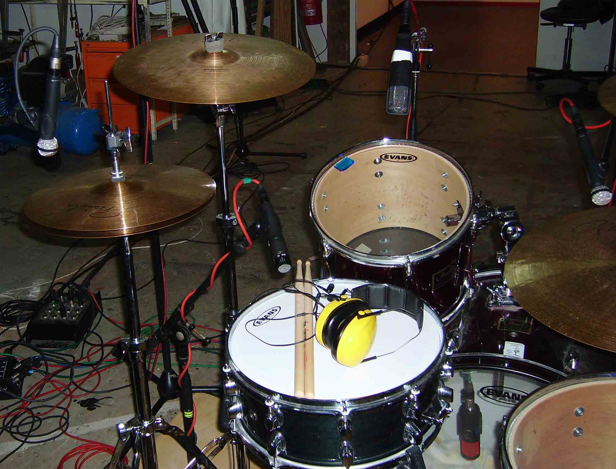pictures of mic 39 ed up drum kits in the studio page 64 gearslutz pro audio community. Black Bedroom Furniture Sets. Home Design Ideas