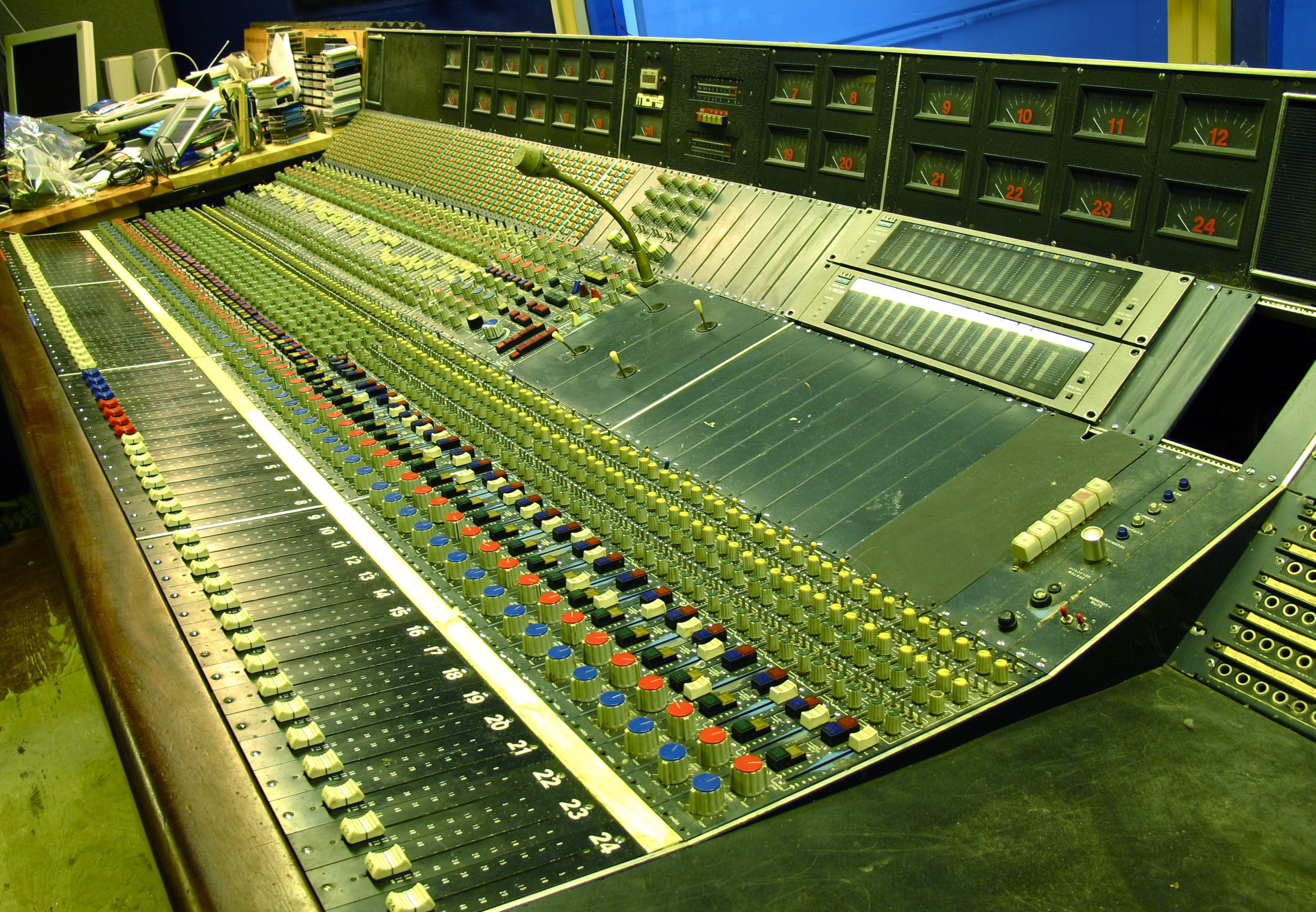 1976 midas quadraphonic studio desk gearslutz pro audio community. Black Bedroom Furniture Sets. Home Design Ideas