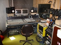 Pictures of various control rooms-studio-450.jpg