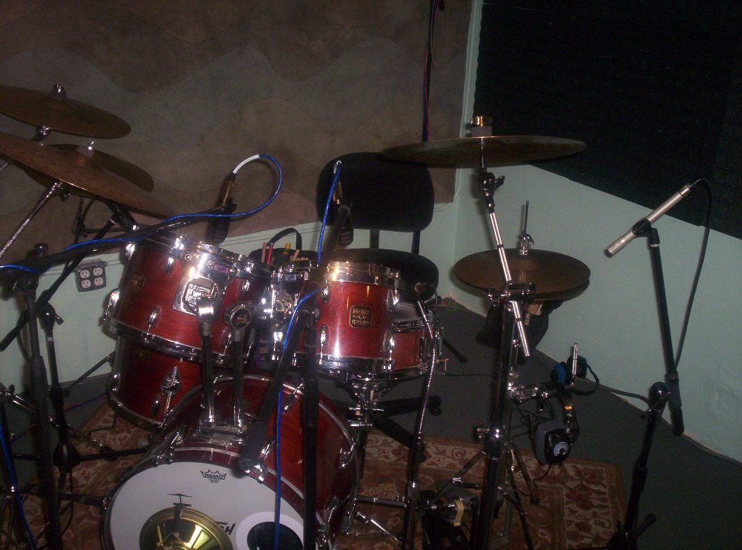pictures of mic 39 ed up drum kits in the studio page 23 gearslutz pro audio community. Black Bedroom Furniture Sets. Home Design Ideas