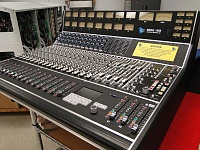 500 series console WITH flying faders-api1608auto.jpg