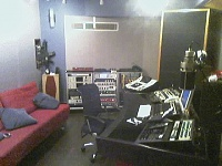 Would this be close to a console (soundwise).-desk.jpg