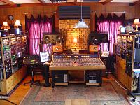 High end gear in a small room.-console_7.jpg