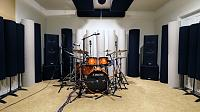 High end gear in a small room.-1464568-l.jpg