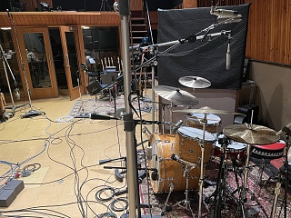 Pictures Of Mic'ed Up Drum Kits In The Studio-4f4666ab-6512-4331-ba4f-7d8dbc4db539.jpg