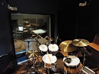 Pictures Of Mic'ed Up Drum Kits In The Studio-20211014_141945.jpg