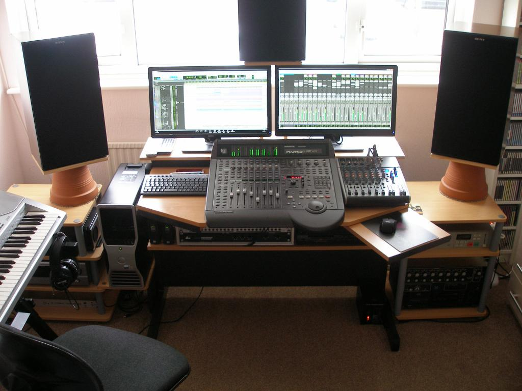 Studio Desks For Less Than 400 Show Me Yours Gearslutz