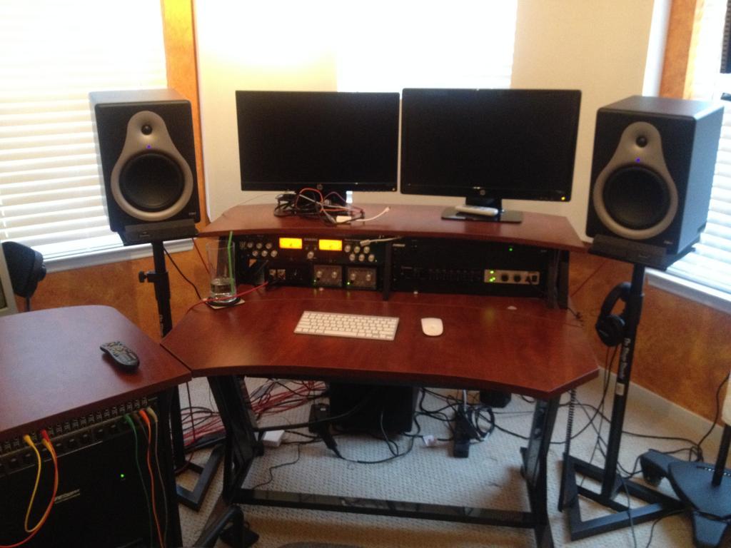 Need A Studio Desk Under 0 Rox Photo 1 Jpg