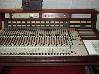 analog consoles in the k-20k range-mci-close2.jpg