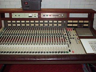 analog consoles in the k-20k range-mci-close2.jpg
