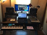 Show me your low end room-f391b303-49a2-4425-94c4-91ffb3886167.jpg