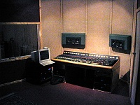 what makes a good vocal booth ?-cr.jpg