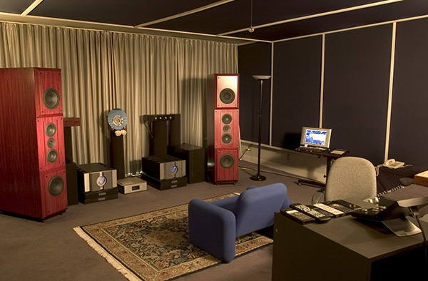 Mastering Rooms Floorstanding Speakers And Mastering Desks