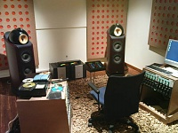Must I compromise on Audio or Ergonomics?-room.jpg