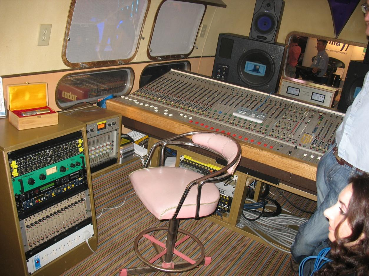 Lms the ronnie lane airstream mobile recording rig for Mobile studio