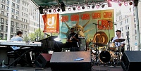 """Remoteness and The Bread Mobile"" during J&R's 2007 MusicFest-j-reldar.jpg"