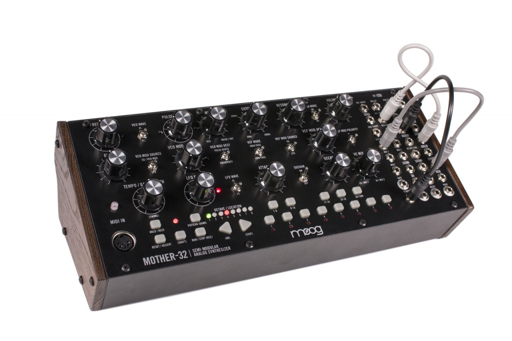 501713d1443687587-moog-mother-32-mother_32_angled_white__52242.1443643299.1280.1280.jpg