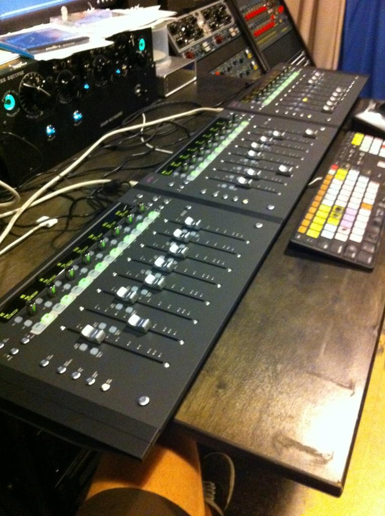 avid euphonix artist control goes black gearslutz pro audio community. Black Bedroom Furniture Sets. Home Design Ideas