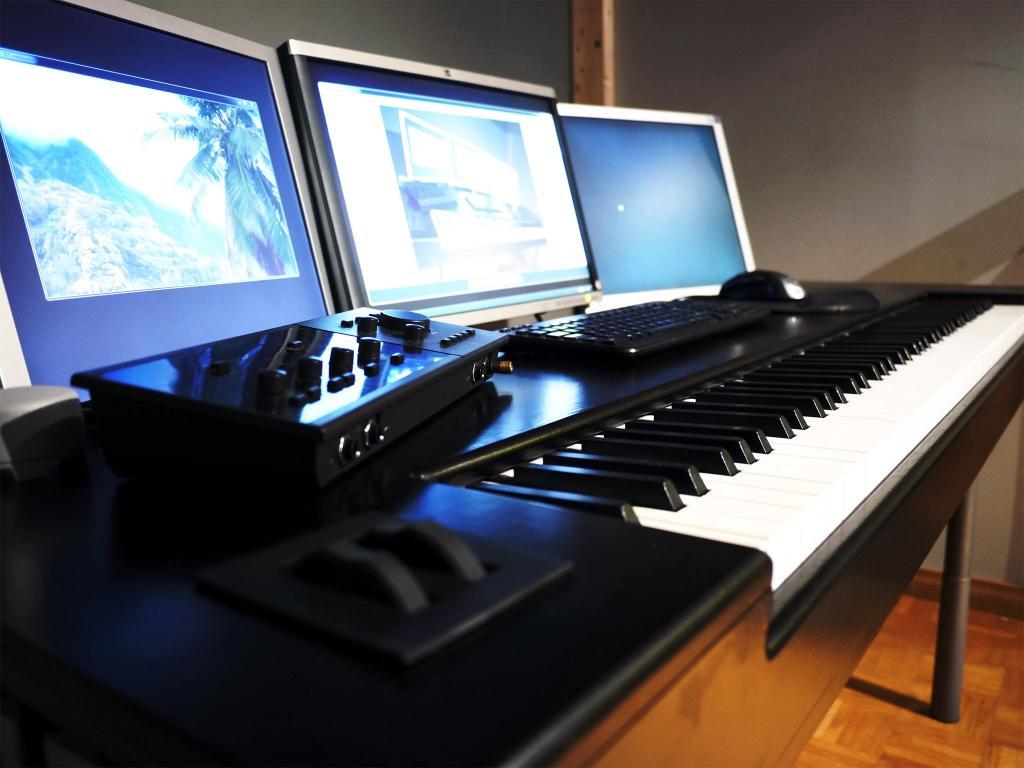 simple studio table w integrated keyboard for under 100 gearslutz pro audio community. Black Bedroom Furniture Sets. Home Design Ideas