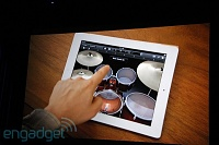 "GarageBand for iPad Live Coverage-Steve ""Anyone can make music now""-20110302-11084431-img4750.jpg"