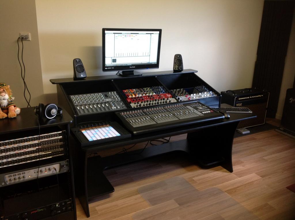 Novaforge Caseworks Symphony 33 Studio Desk Img 4628 Jpg