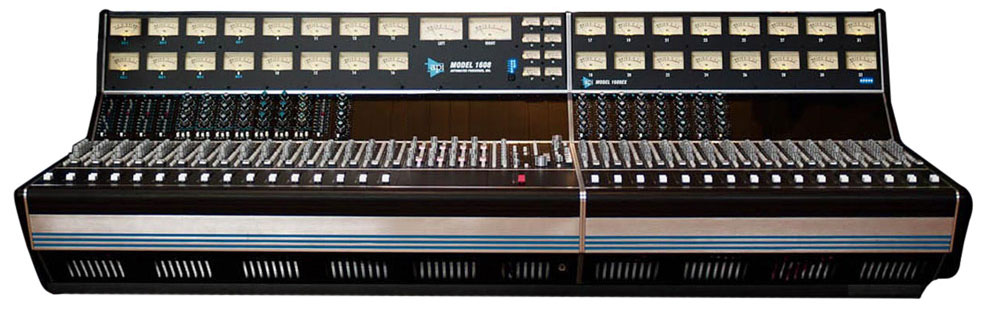 1608 32-Channel Recording Console