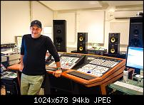 Howie Weinberg - bio & discography-howieinfrontofdesk-01.jpg