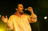 What mic is this? Mike Patton of Faith No More-c5a49_783863.jpg