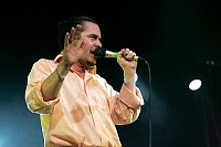 What mic is this? Mike Patton of Faith No More-b7f0d_783864.jpg