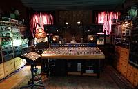 KEF lovers?-console-close.jpg