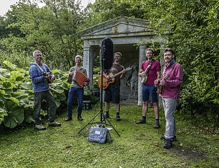 mic choice for small choral group OUTDOORS-p2700951-featured-image.jpg