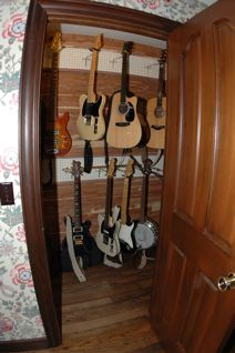 ... Guitar Humidor Construction Through Door