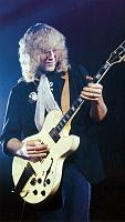 """One thing I really hate about the new PRS """"Silver Sky"""" ...-lifeson-335.jpg"""