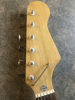 Help identifying this guitar-headstock.png